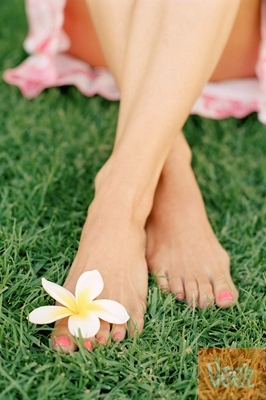 Feetgrasspinkdress